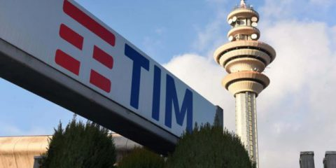 Tim, Vivendi spara sulla gestione Elliott. Conti 'Accuse infondate'