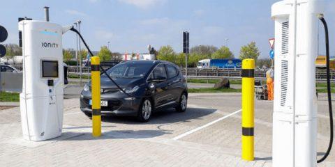 Mobilità elettrica, in Italia nel 2019 la ricarica ultra rapida dei veicoli in 15 minuti