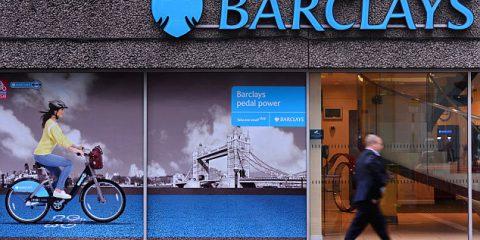 La Barclays travolta da uno scandalo in UK, Puigdemont valuta possibili candidati presidenziali, Russiagate