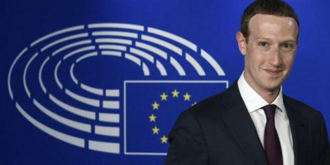 Cambridge Analytica, 'Le parole che non ti ho detto' di Mark Zuckerberg in scena all'Europarlamento