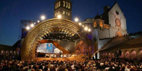 Solidarietà contro la povertà, il 19 giugno su Rai Uno il concerto da Assisi 'Con il cuore'