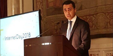 Link tax, Di Maio contro la Ue 'Vuole mettere il bavaglio alla rete'. Le proteste dell'industria culturale