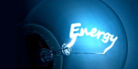 Energia elettrica, prezzi in aumento del 33%. Peggiora l'Indice sicurezza e decarbonizzazione