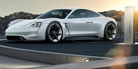 Porsche investe 6 miliardi di euro in auto elettriche, il modello Taycan supera i 500 km di autonomia