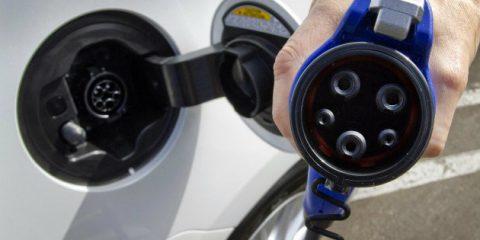Auto elettriche, il mercato europeo dei sistemi di ricarica varrà 2,7 miliardi nel 2023