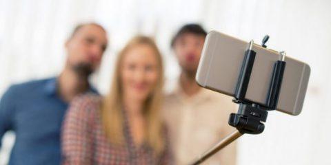 Dai selfie alle chat, il vademecum del Garante Privacy per proteggersi in vacanza