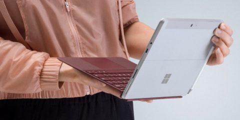 Cosa Compro. Microsoft lancia il nuovo Surface Go, il tablet più piccolo ed economico di sempre