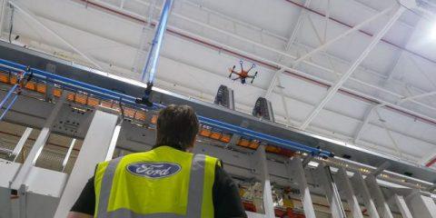 Ford, cosa fa il drone sulle catene di produzione? (Video)