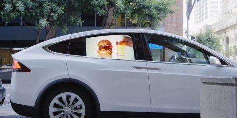 Nuovi display. A San Francisco spunta la pubblicità in video sui finestrini delle auto (video)