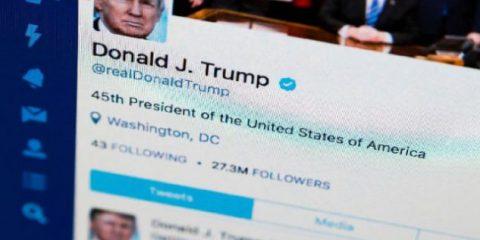 Trump costretto a sbloccare utenti su Twitter. È contro il Primo Emendamento
