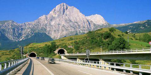 Mobilità elettrica, verso protocollo per una rete di ricarica nei Parchi naturali d'Abruzzo