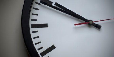 L'Ue vuole abolire l'ora legale. Fa comodo ai Paesi del nord, ma l'Italia risparmia 110 milioni l'anno