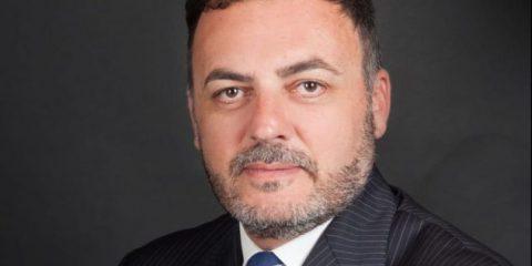 'Negozi chiusi la domenica, vale anche per l'online. Non si favorisce Amazon.' Intervista a Massimiliano De Toma (M5S)