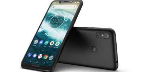 Cosa Compro. Motorola One a 299 euro, presto in Italia lo smartphone Android One