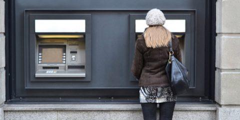 Reddito di cittadinanza, i soldi si spenderanno con un bancomat e un'app per smart payment