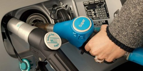 Carburanti. Ecco le nuove etichette Ue per veicoli, stazioni di rifornimento e mezzi elettrici