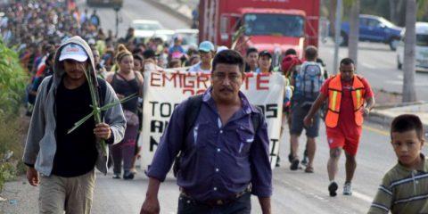 Lacrimogeni contro la carovana dei migranti in Messico, Leader Ue approvano la Brexit, Scandalo Ghosn