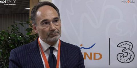 Industria 4.0, 'Il 5G connetterà tutta la linea produttiva'. Videointervista a Stefano Takacs (Wind Tre)