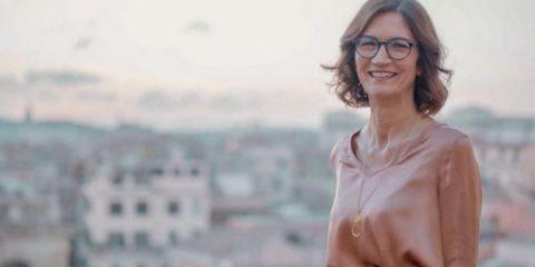 'Voglio vietare gli smartphone a scuola, per dare una scossa culturale'. Intervista a Maria Stella Gelmini (Fi)