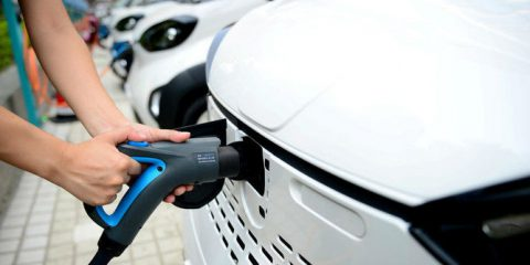 Auto elettriche, mercato italiano cresce del 148% nel 2018. Arriva l'ecobonus, 60 milioni per il 2019