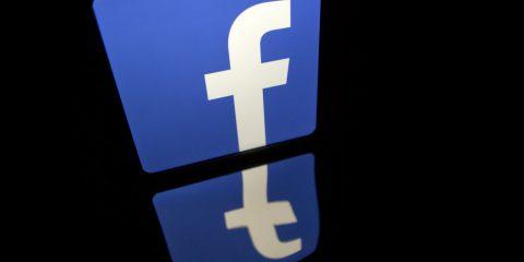 Facebook paga gli utenti per spiarli, l'ennesimo scandalo di Mark Zuckerberg