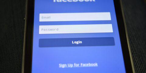 In Inghilterra il parlamento denuncia il 'gangsterismo' di Facebook, in Italia quando?