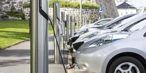 Auto elettriche, in Germania investimenti per 40 miliardi in tre anni e le batterie si riciclano