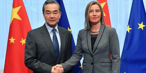 5G. Il ministro degli Esteri cinese a Bruxelles, mentre si sgonfia la campagna Usa anti-Huawei
