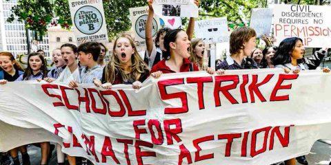 """#FridaysForFuture e il pianeta B che non esiste: Greta Thunberg, """"I politici ci hanno abbandonato"""""""
