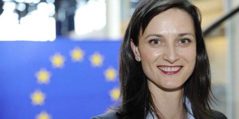 """Copyright: Marija Gabriel (Ue): """"Italia rispetti il voto del Parlamento europeo, internet rimarrà libera"""""""