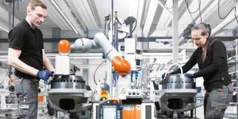 L'industria 4.0 attrarrà i giovani, metà delle PMI italiane crede nel lavoro misto di uomini e macchine