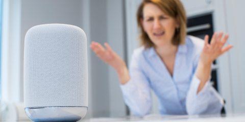 Come le tecnologie smart ci spiano, a partire dagli assistenti digitali in casa