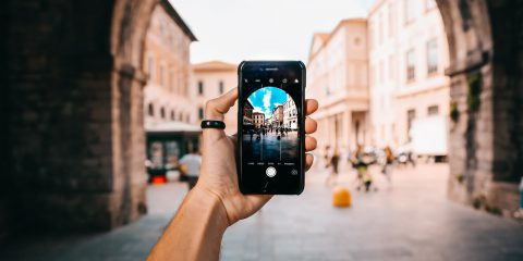 Perché lo smartphone in viaggio è un compagno inseparabile