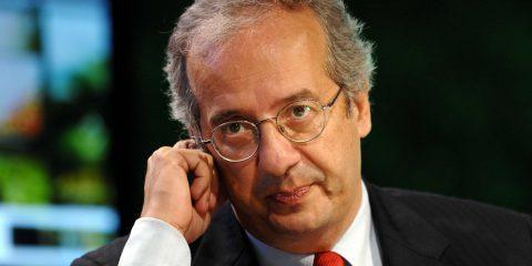 Walter Veltroni torna in politica, ma con una commedia all'italiana 'C'è tempo'