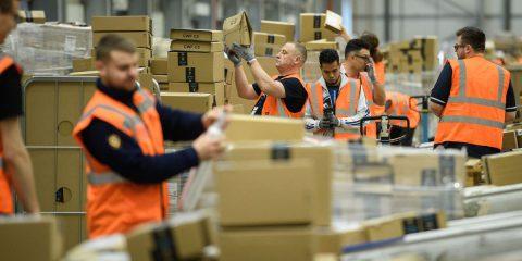 Amazon può licenziare i dipendenti poco produttivi attraverso i propri robot