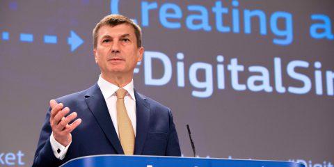 IA, Ansip: 'Con la strategia europea (umano-centrica) 20 miliardi di investimenti pubblici e privati fino al 2020'