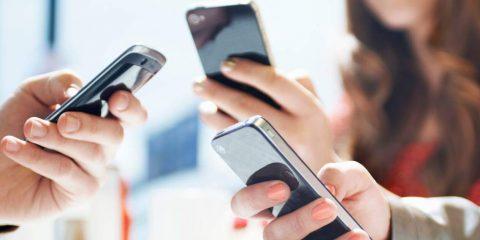 Audiweb, a marzo connessi 3 italiani su 4. Vince lo smartphone
