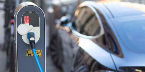 Auto elettriche, mercato italiano +42% a marzo. Tutto pronto per l'erogazione dell'ecobonus