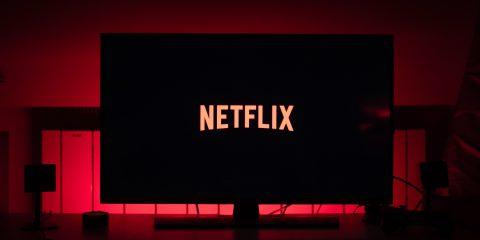 Netflix, utili e abbonati da record. Ma la concorrenza spaventa gli investitori