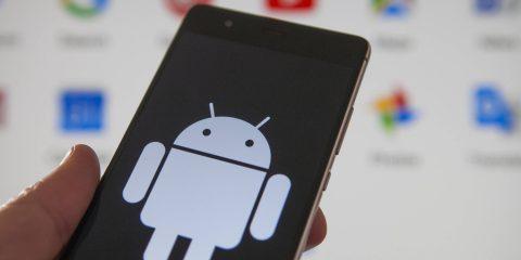 Huawei-Google, chi continuerà a scegliere i device della società cinese con il nuovo OS? Cosa rischia Big G