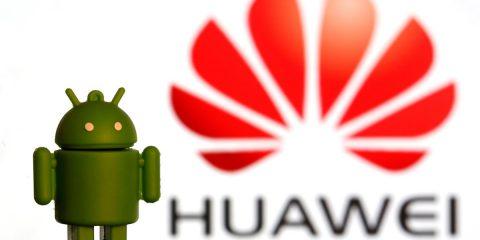 """Huawei, dopo Google ban anche da Microsoft? La società cinese studia il suo sistema operativo: """"Pronto in autunno"""""""
