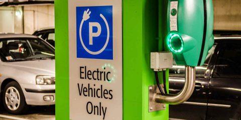 Auto elettriche, rallentano le vendite a gennaio. Consumi al palo in Italia