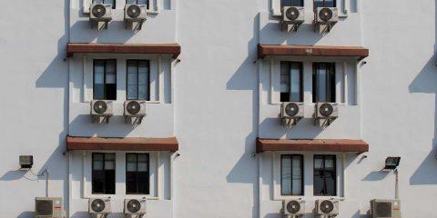 Gran caldo e condizionatori, i consigli per consumare meno e risparmiare in bolletta