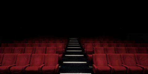 Il Cts aumenta la capienza possibile per cinema e teatri, ma è questo il vero problema del settore?