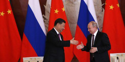 Mentre Trump accusa Huawei, la tlc firma con Putin accordo sul 5G