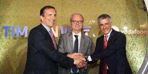 """5G, Tim e Vodafone: """"Accordo per la condivisione della rete mobile"""". Nasce la più grande Towerco in Italia"""