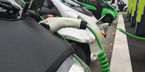 Auto elettriche, le ibride al 13% del mercato nazionale. Quota triplicata in un anno