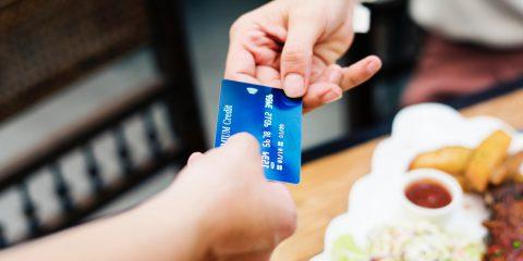 Bonus per i pagamenti digitali. Flop contro gli evasori e rischio per i conti pubblici?