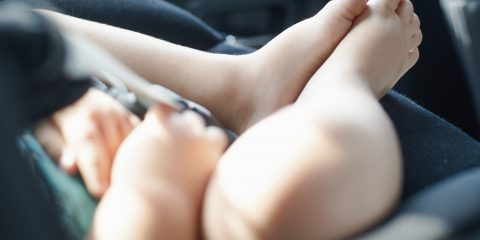 Seggiolini antiabbandono obbligatori in auto. Due sistemi made in Italy (video)