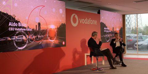 Vodafone Italia, intesa con i sindacati: 1 milione di ore di formazione, 100 assunzioni e reskilling